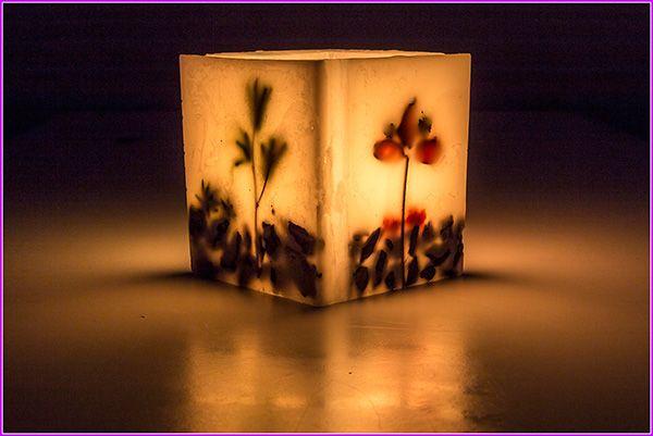 Cubo di cera porta thelight. Fatto a mano :-) Per i decori all'interno dei lati della lanterna ho usato pout pourri e corteccia.