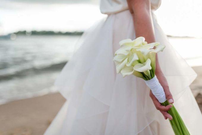 #Brautstrauss aus #Callas :-) #bridal #bouquet #bridalbouquet #Hochzeit #wedding #weddingbouquet - Das tolle Foto wurde gemacht von Sandra Hützen: http://sandrahuetzen.de
