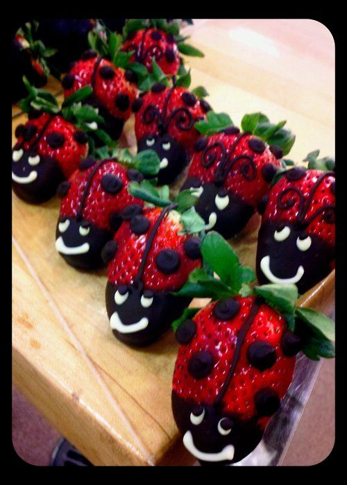 How cute is this? Chocolate-dipped strawberries made to look like ladybugs