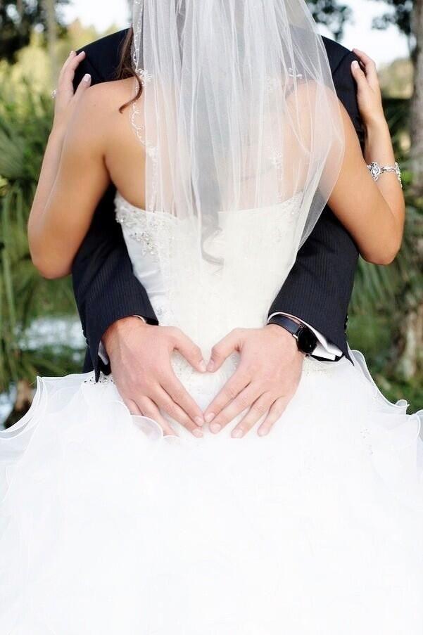 Must have wedding photo pic.twitter.com/KhWkxTqWZc