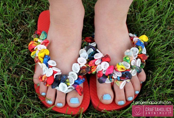 Craftaholics Anonymous® | Tie Dye Balloon Flip Flops- teenslippers versieren met ballonnen- DIY slippers- pimp je slippers