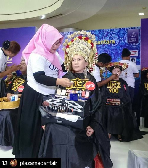 #Repost @plazamedanfair  ・・・ Happening Now  Make up Competition @inezcosmetics  #PlazaMedanFair  #inezcosmetics #makeupcompetition #tradisionalmakeup #Indonesia #shoppingmall  #Romanticimlek