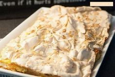 Этот торт покорил весь мир. бисквит: 100гр муки 4 желтка 3ст.л молока 100гр мягкого масла 100гр сахара 2 ч.л разрыхлителя 1ч.л ванильного сахара меренги: 4 белка 200гр сахара 150 гр миндаля