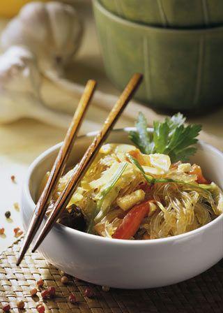 Koreanische Küche ist leicht und schmeckt. Das Rezept für die gebratenen Glasnudeln mit Pilzen.