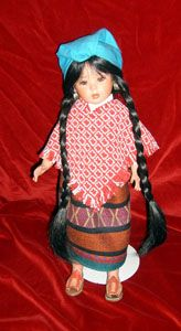 Muñeca con traje típico de Querétaro, México