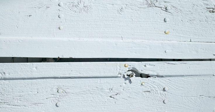 Cómo encalar ladrillo y cuánto tiempo dura. Pintar una casa o habitación significa que tendrás que mantener la capa de pintura con el tiempo para asegurarte de que no se convierta en algo descolorido o astillado. Utilizar cal puede agregar un efecto al ladrillo y dejar el color casi libre de mantenimiento. Mezcla la lechada de cal con otros materiales para hacer que se aferre mejor al ...