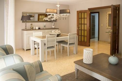 Holidays Ruzafa Apartment Valencia Set 1.9 km from City of Arts & Sciences and 1.9 km from Barrio del Carmen, Holidays Ruzafa Apartment offers accommodation in Valencia. The unit is 2.5 km from Oceanografic. Free WiFi is available throughout the property.
