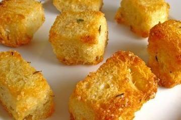 Soep pimpen met zelfgemaakte croutons - Moeders