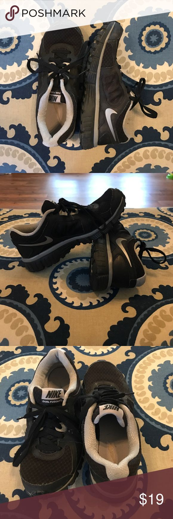 Nike dual fusion st2 Black nikes that are very comfortable, have been worn but still in great condition. Too small for me after having a baby. Open to offers! Nike Shoes Athletic Shoes