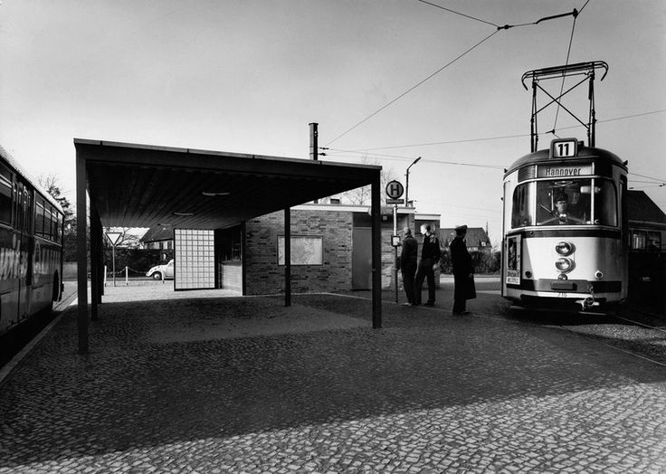 1958: In Sarstedt ist jetzt Endstation für die Straßenbahn (Lill)