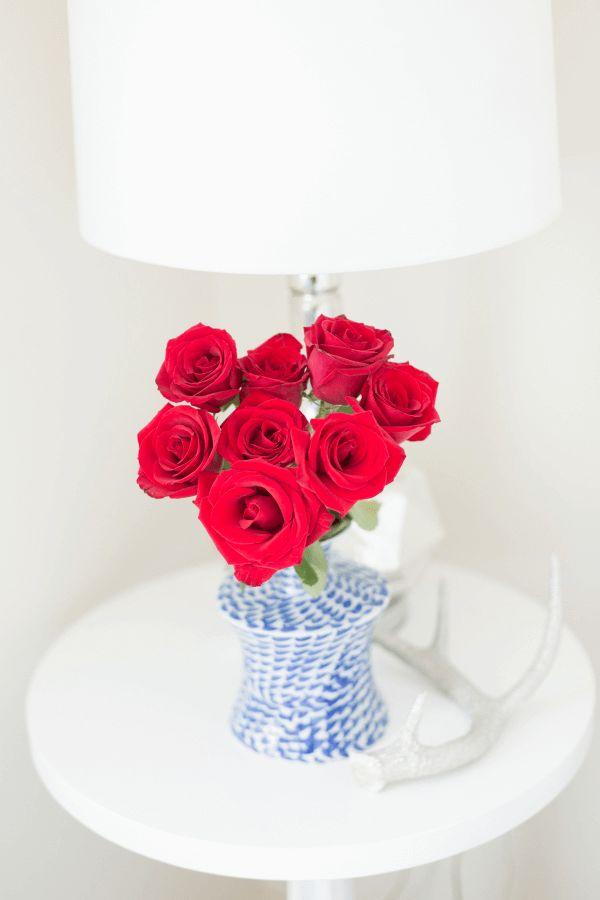 red roses in blue vase on white table, coastal style interior, beach style, white interiors, red roses, blue and white vase, marine blue, bright blue, sky blue, french blue, pantone marina