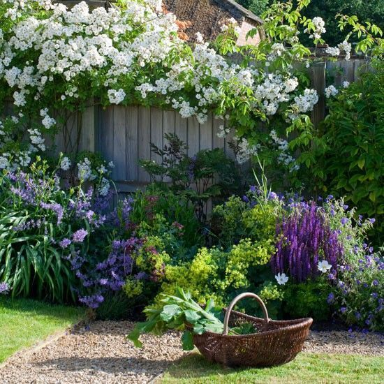 Nice 25 Cottage Style Garden Ideas https://fancydecors.co/2018/03/03/25-cottage-style-garden-ideas/ A variety of plants can work nicely here. Do not neglect to reflect on how big the plant will widen as well #Cottagegardens