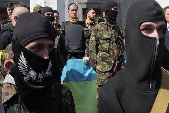 Via Laurent Brayard Néo-nazis ukrainiens des bataillons de la mort, insigne du bataillon Azov (similaire à celui de la Das Reich)