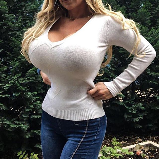 Girls in tight white shirts 13