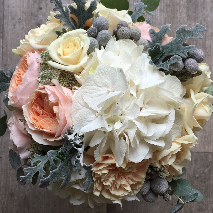 Wedding bouquet Dave Austin roses, hortensia and carnations Made by Fiori&co.
