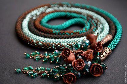 """Лариат """"Волшебный сад"""" жгут из бисера, изумрудный, шоколадный, розы -"""