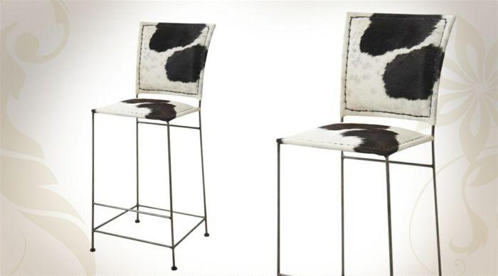 tabouret d -bar rétro avec peau de vache