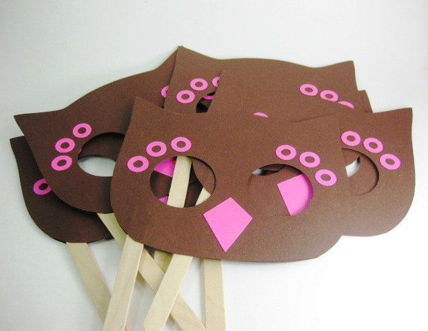 Okay so this isn't related to Elmo at all but I love the idea of a mask & don't want to forget it. (Owl Mask Party Favors)