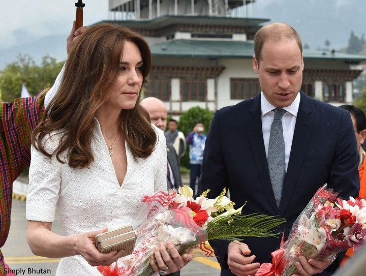 hrhduchesskate:  Royal Tour 2016, Day 7 Airport, Bhutan, April 16, 2016-The Duke and Duchess of Cambridge received gifts as they prepared to leave Bhutan; the Duchess is wearing a gift from Queen Jetsun Pema-a gold and diamond necklace