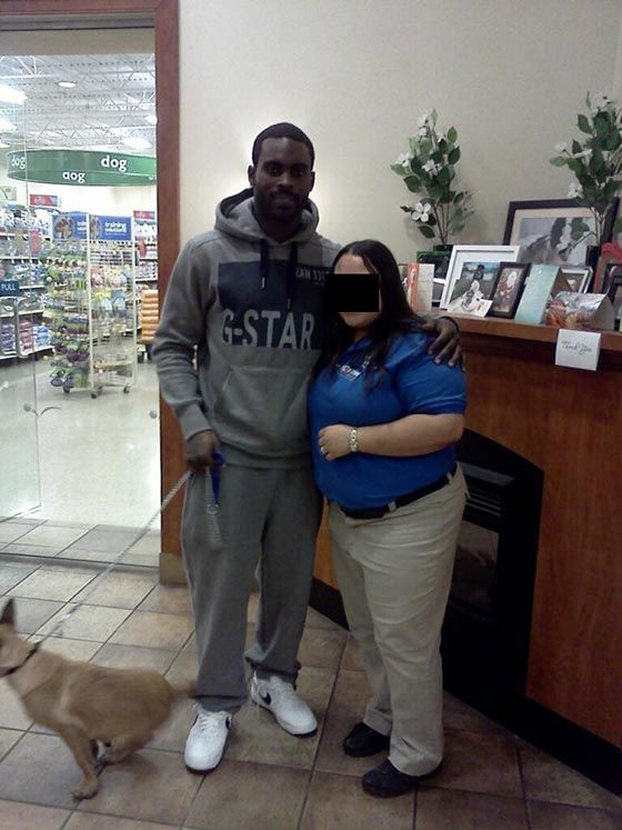 Micheal Vick Takes His New Puppy to Dog Training Classes at Petsmart. ALLOWING THIS MAN TO OWN ANOTHER DOG IS LIKE ALLOWING A CONVICTED CHILD MOLESTER TO ADOPT A CHILD.