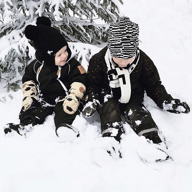 { w e l c o m e  s n o w }  Vilken fantastisk bild! ❄️❄️❄️ #minirodini #tinycottons #mainioclothing #hm #hmkids #temaytterklader #inspoforminibyifp #inspotillstorkillebyifp #barnkläder #pojkkläder #flickkläder #barninspo #barnklädesinspo #barnmode #kidsfashion #barnoutfit #kidsoutfit #fashionkidsandbabys #fashionkids #Kidsfashionforall #kidsfashion #igkiddies #hipkidfashion #babyswag  Tack för att jag fick dela din bild @bymariapia