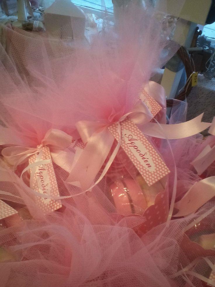 χωνακι ροζ πουα με παιχνιδια και γλυκά