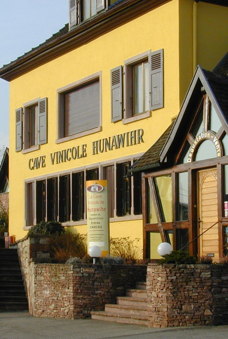 Cave Vinicole de Hunawihr lies on the outskirts of the village of Hunawihr, right in the heart of the region with vineyards to the north and the south.