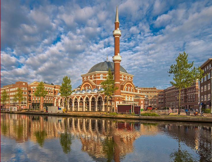 New Mosque Brings Piece of Istanbul to Amsterdam