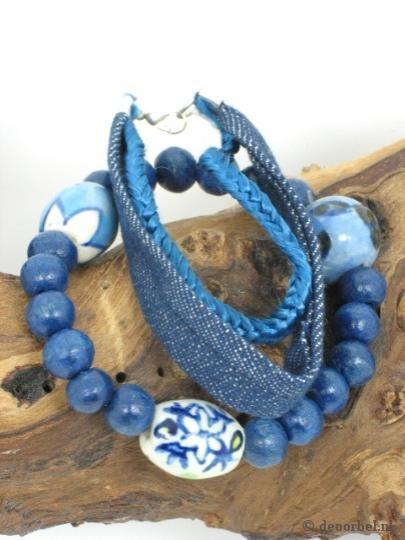 Blauwe driestrengs armband met keramische kralen (Sarlini)