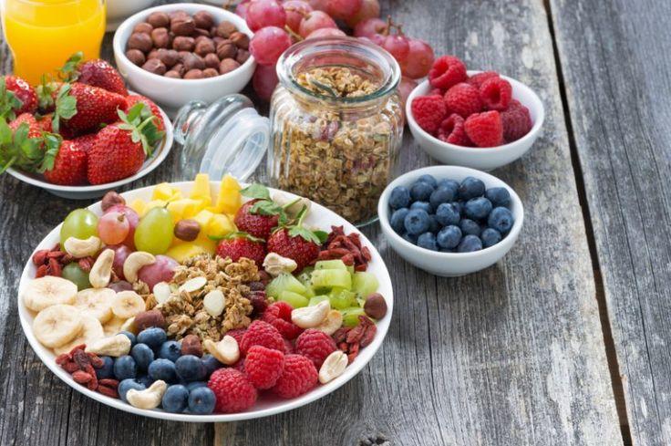Kalorienarm und gesund - leckere Snacks gegen den kleinen Hunger - Wenn am Nachmittag der kleine Hunger ruft, die Zeit für das Abendessen aber längst noch nicht gekommen ist, werden Snacks zum geschätzten Begleiter. Wer sich nicht unbedingt auf Süßigkeiten versteift, kann diese auch völlig unbedenklich essen. Gesunde Snacks für zwischendurch sind kalorienarm und besitzen wichtige Nährstoffe und/oder Vitamine.