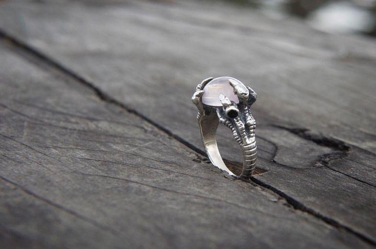 "40 отметок «Нравится», 2 комментариев — donnayolka.com (@donnayolka_com) в Instagram: «""MOTHER OF DRAGONS"" Silver dragon claw. Rose 🌹 Quartz. Tourmaline. 250USD See more 👉…»"