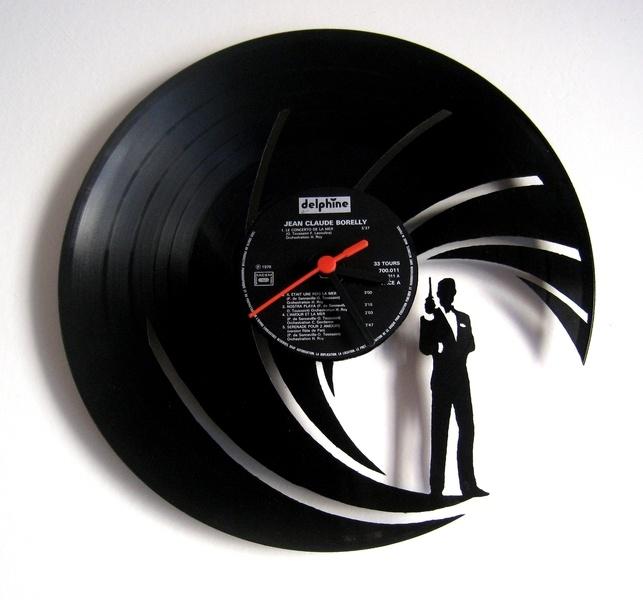 Horloge en disque vinyle 33 tours.    Créations originales et uniques en France (en séries très limitées) à partir d'un disque vinyle 33 tours (les ce