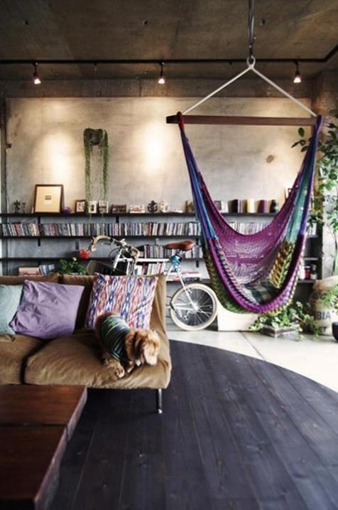Bank, hangmat, boeken.