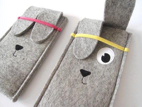 Manchon iPhone lapin feutrines par TanteEef sur Etsy, €15.00