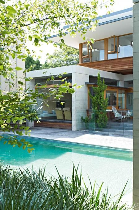 pool-outdoor-back-of-house-concrete-timber-dec11