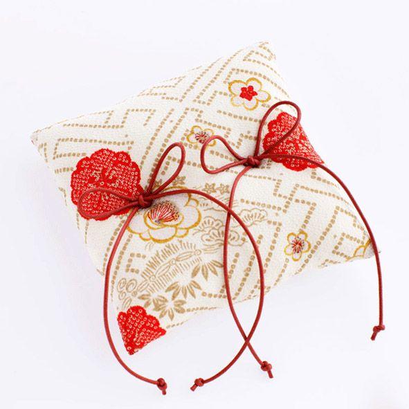 和装結婚式にぴったり!【◆和風◆ リングピロー 完成品 紗綾形 白】厳かな結婚式に花を添えます。