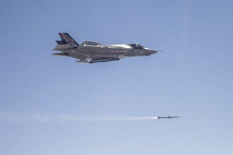 The Aviationist » [Photo] F-35 performs first AIM-120 missile launch