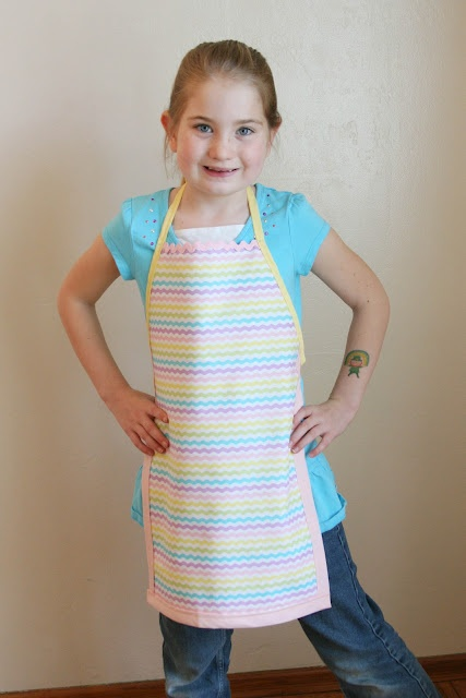Easy Sew Kid Aprons- Miles and Kaitlin would love this! Miles loves to help me cook, but he wipes his hands all over his shirt!! Maybe there's some boy fabric. Spiderman?? Cars?