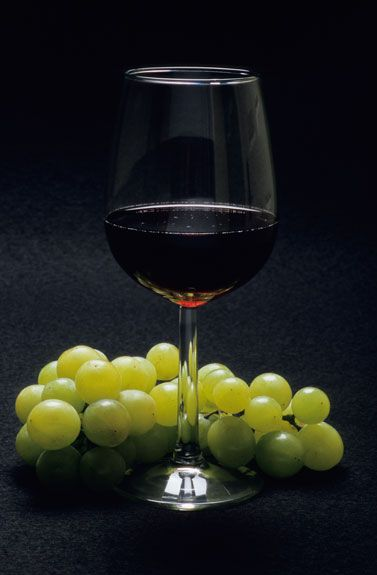 wineglass and grapes