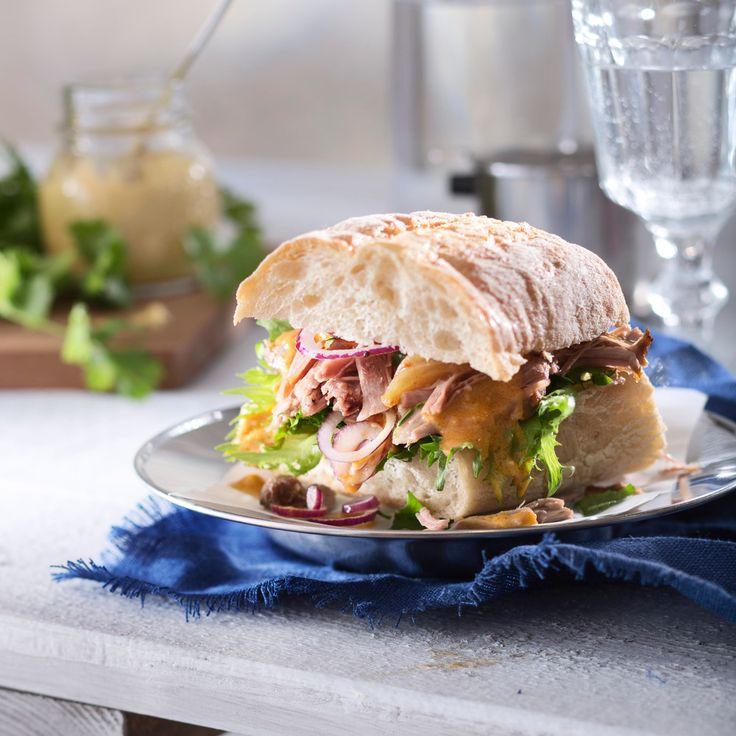 Pulled pork eli revitty possu kuuluu amerikkalaisten herkkuihin. Possu kypsennetään hajoavan mureaksi ja tarjotaan leivän välissä.