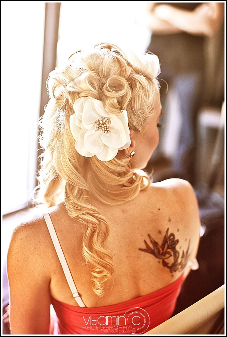 Gorgeous rockabilly vintage pinup bride hairstyle @Devina Ramirez since your hair is getting long...