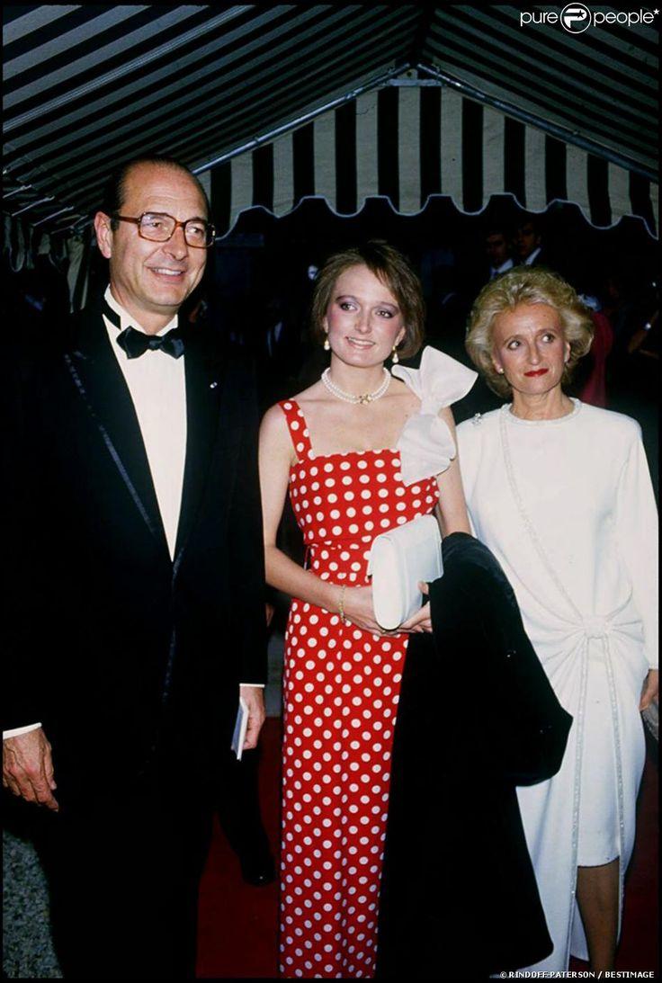 Claude Chirac entourée de ses parents Jacques et Bernadette Chirac à Paris, le 16 juin 1985.