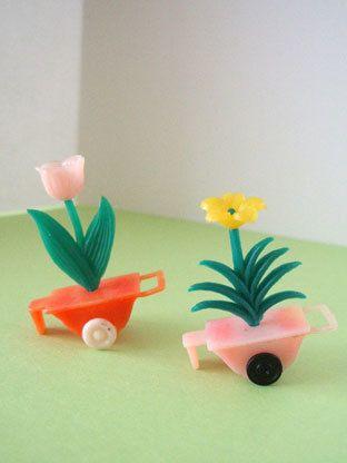 お花を載せた手押し車