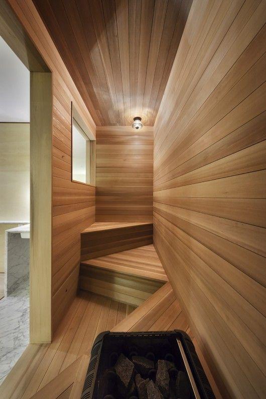 Utraditionel men meget flot sauna løsning til det smalle rum. Se flere sauna løsninger her www.saunaovn.dk