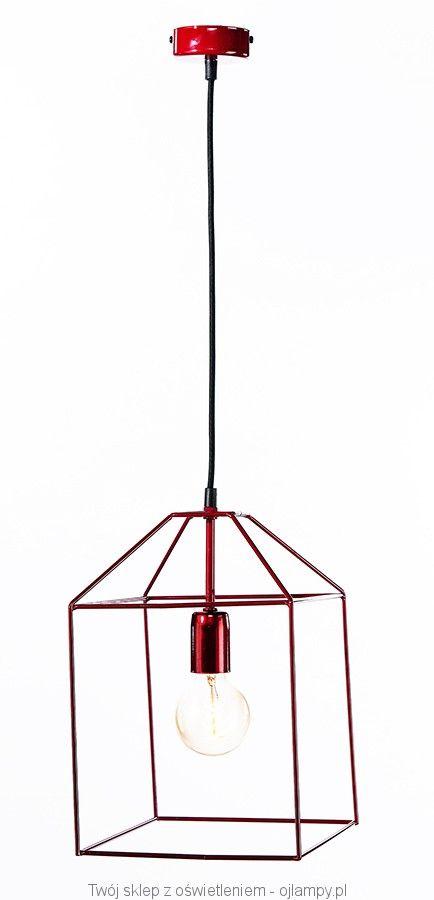 Loftowa lampa wisząca z ręcznie wykonanym, metalowym kloszem i stelażem w malinowym kolorze.