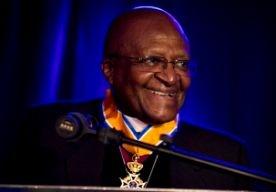 4-Apr-2013 13:01 - FORSE SPIRITUELE PRIJS VOOR TUTU. De Zuid-Afrikaanse aartsbisschop Tutu krijgt dit jaar de Templetonprijs voor zijn bijdrage aan de spirituele dimensie van het leven. De Nobelprijswinnaar van 1984 krijgt de prijs van zon 1,3 miljoen euro op 21 mei in Londen overhandigd. De Templetonprijs wordt sinds 1973 uitgereikt en is een initiatief van de Britse zakenman en filantroop John Templeton, die in 2008 overleed. Hij vond dat bij de uitreiking van de Nobelprijzen te weinig