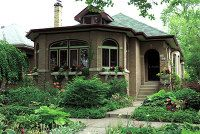 I want a chicago bungalow (seen here).