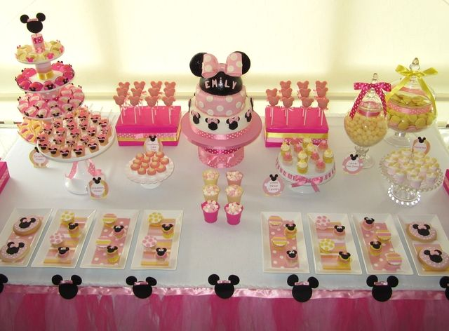 Minnie mouse party @Briana EmensBirthday Parties, Theme Parties, Desserts Tables Minnie Mouse, Baby Minnie Mouse Birthday, Parties Ideas, Minnie Mouse Party, Party Ideas, Minnie Mouse Parties, Birthday Minnie Mouse