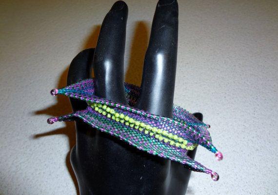 Questo è un bracciale che ho realizzato su ispirazione del bellissimo libro di Kate McKinnon Contemporary geometric Beadwork vol. I