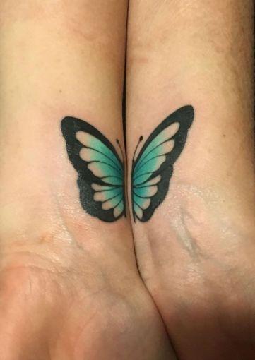 Dos tatuajes que unidos forman una mariposa. ¡Qué tierno! / Instagram